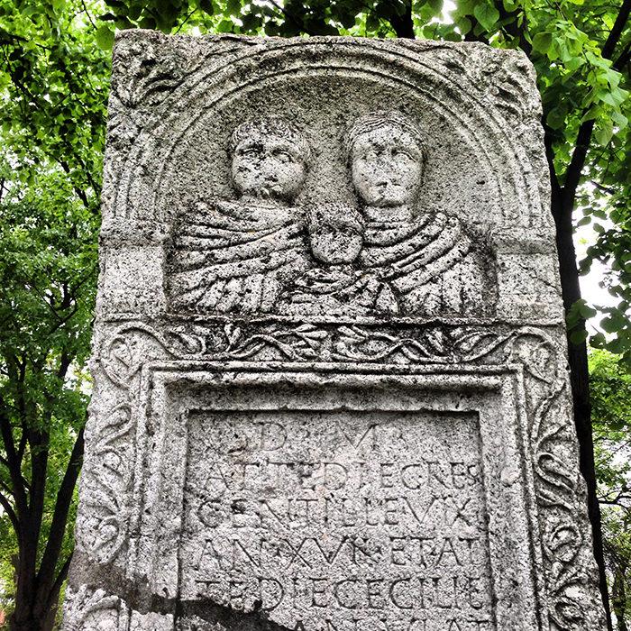 Roman_Tomb_Stone_Nis_Fortress_Serbia