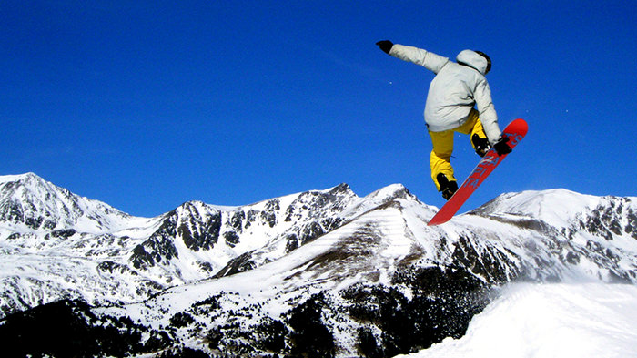 Skiing_France_Europe