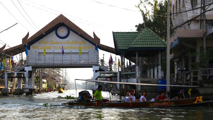 Damnoen-floating-market-thailand-davidsbeenhere