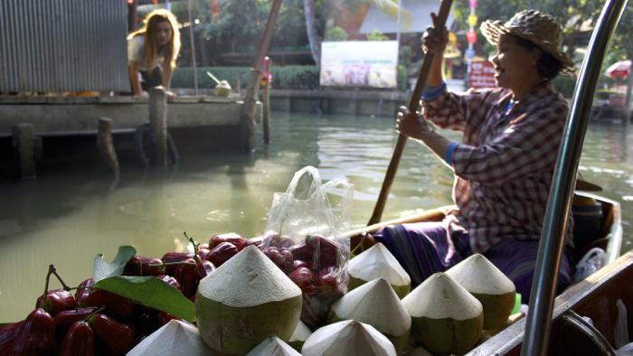 coconuts-damnoen-floating-market-thailand-davidsbeenhere