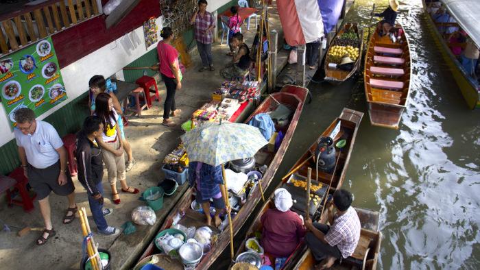 damnoen-floating-market-thailand-davidsbeenhere-shopping