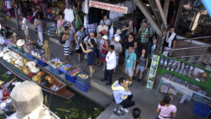 damnoen-floating-market-thailand-tourists-davidsbeenhee