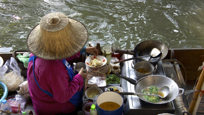 stir-fry-food-damnoen-floating-market-davidsbeenhere
