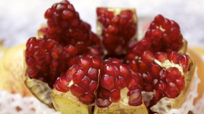 pomegranate-bangkok-market-thailand-davidsbeenhere
