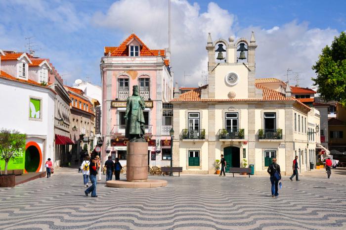 Cascais-square-portugal-davidsbeenhere