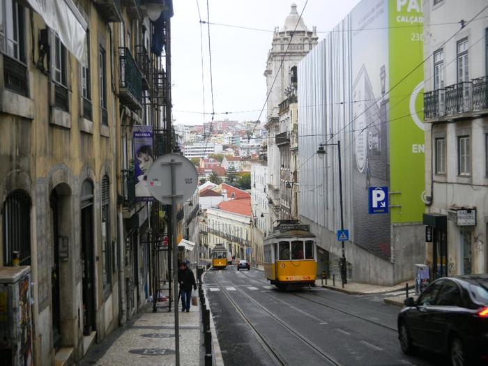 lisbon-street-tram-davidsbeenhere