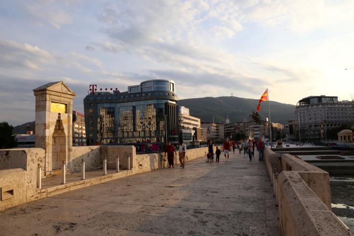 stone-bridge-vardar-river-skopje-macedonia-davidsbeenhere