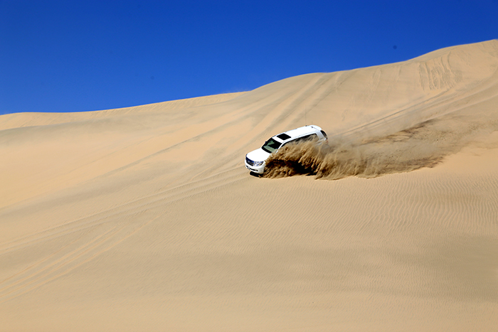 Top_Things_to_See_and_Do_in_Doha_Qatar_Sand_Dune_Bashing3