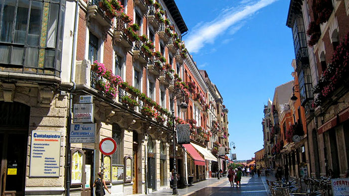Calle Ancha_Leon_Spain_Davidsbeenhere