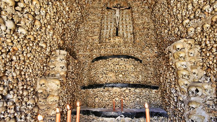 Capela dos Ossos_Evora_Portugal_Davidsbeenhere2