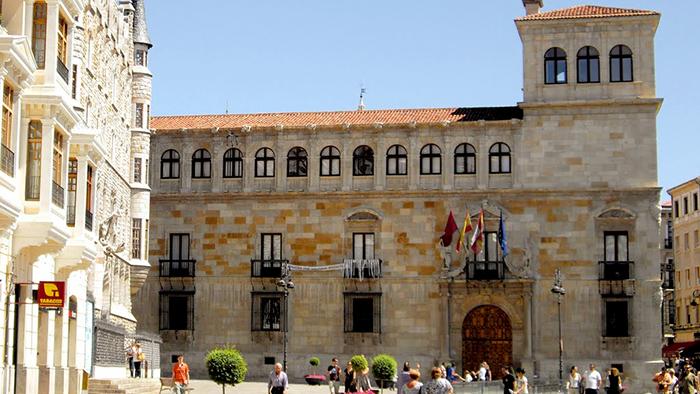 Palacio de los Guzmanes_Leon_Spain_Davidsbeenhere2