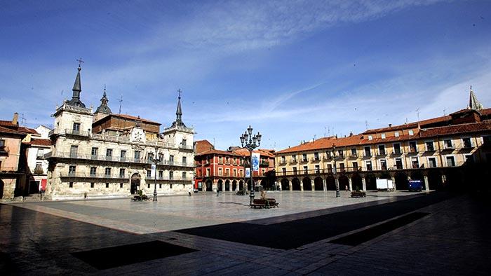 Plaza Mayor_Leon_Spain_Davidsbeenhere
