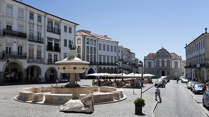 Praça do Giraldo_Evora_Portugal_Davidsbeenhere