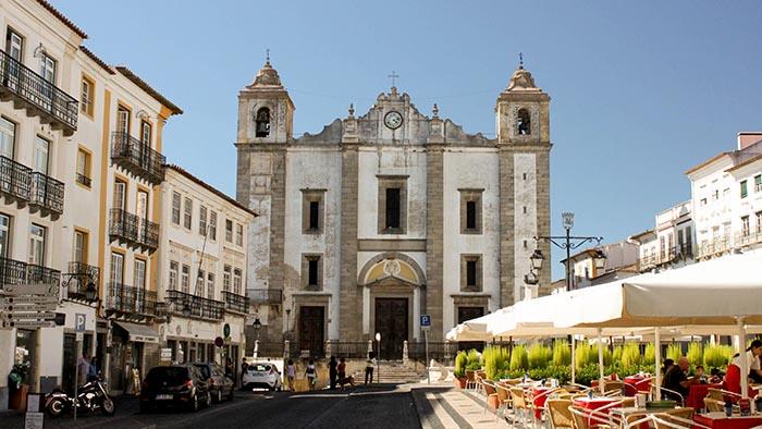 Praça do Giraldo_Evora_Portugal_Davidsbeenhere2