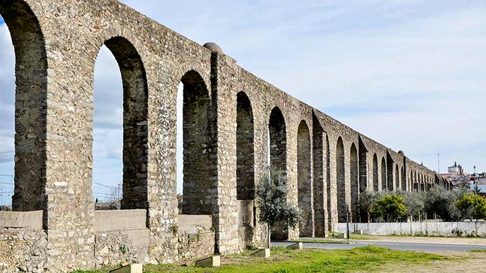 Silver Water Roman Aqueduct_Evora_Portgual_Davidsbeenhere