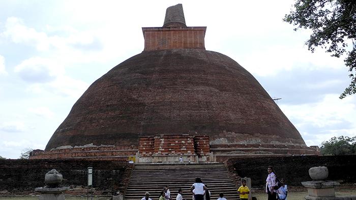 Jetavanaramaya_Stupa_Adnuradhapure_SriLanka_Asia_Davidsbeenhere