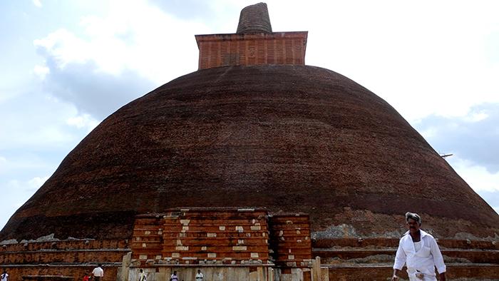 Jetavanaramaya_Stupa_Adnuradhapure_SriLanka_Asia_Davidsbeenhere2
