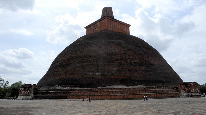 Jetavanaramaya_Stupa_Adnuradhapure_SriLanka_Asia_Davidsbeenhere4