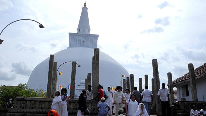 Ruwanwelisa_a_Stupa_Anuradhapure_SriLanka_Asia_Davidsbeenhere
