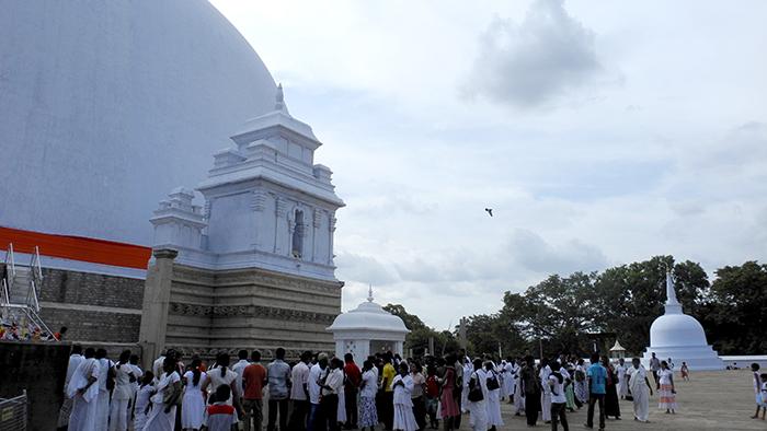 Ruwanwelisa_a_Stupa_Anuradhapure_SriLanka_Asia_Davidsbeenhere5