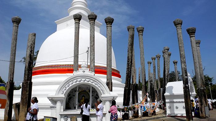 Thuparama_Dagoba_Anuradhapura_SriLanka_Asia_Davidsbeenhere