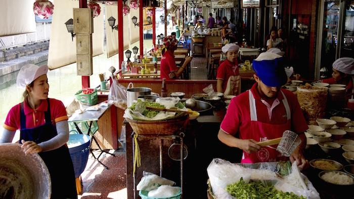 boat_noodle_alley_Bangkok_Thailand_Seasia_Davidsbeenhere Cropped
