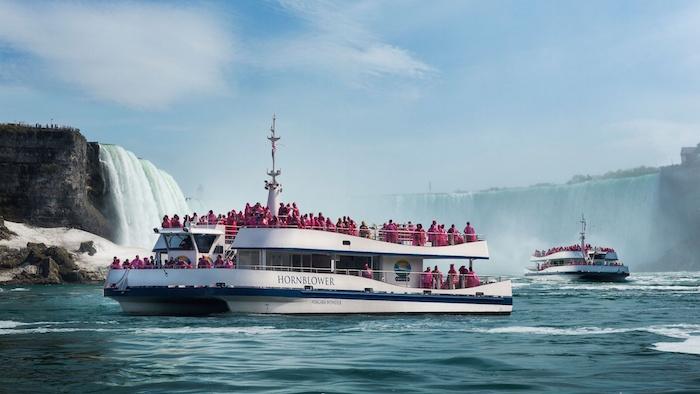 hornblower-cruise_niagara_falls-cropped